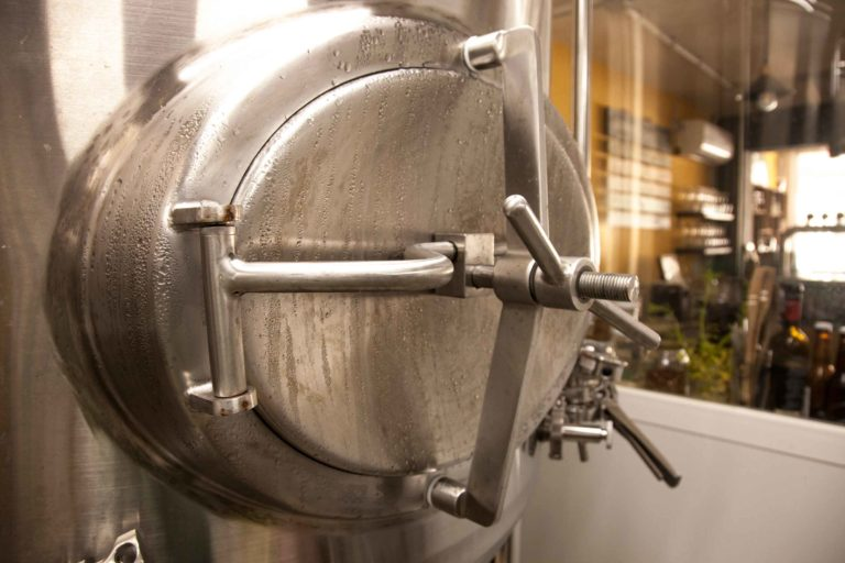 Fermentador enfriando cerveza en Ibosim Brewhouse. The Ibiza Brewery