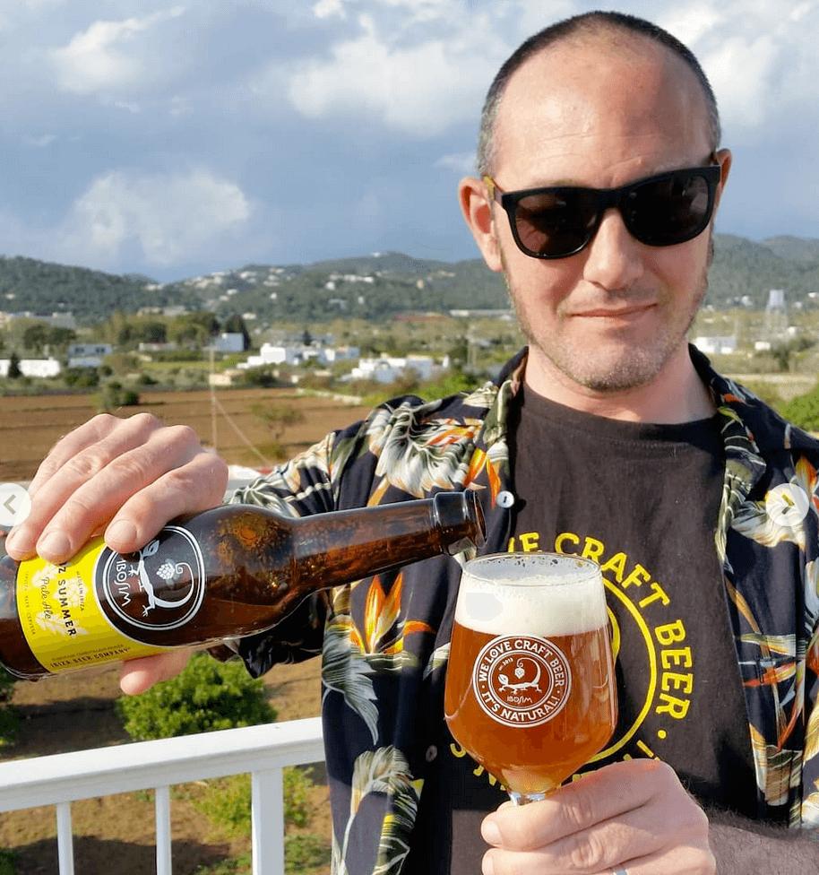 Ibz summer cervezas ibosim, ibosim craft beers, ibiza beer company, cerveza hecha en ibiza. craft beer made in ibiza. mar sol brewery microcerveceria, hippy life ibiza. cerveza de tirador. ibiza draft beer santa eulalia. port des torrent. mejor cerveza de ibiza.
